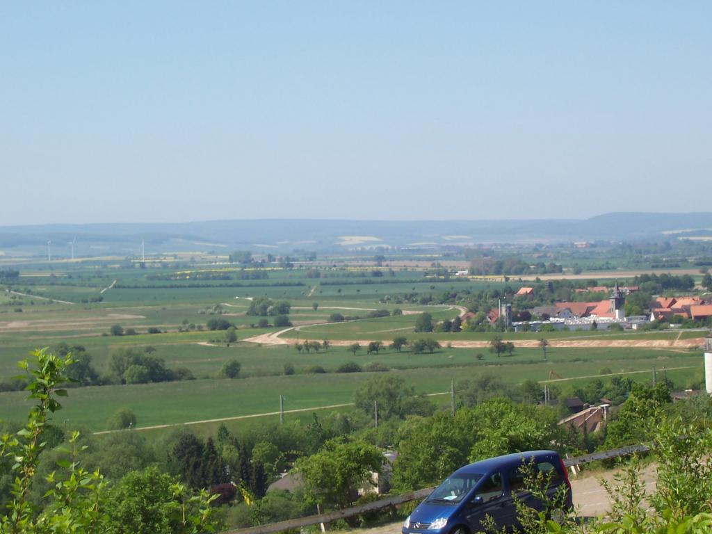 Blick auf Höhenzug d. Ahlsburg v. Salzderh. aus